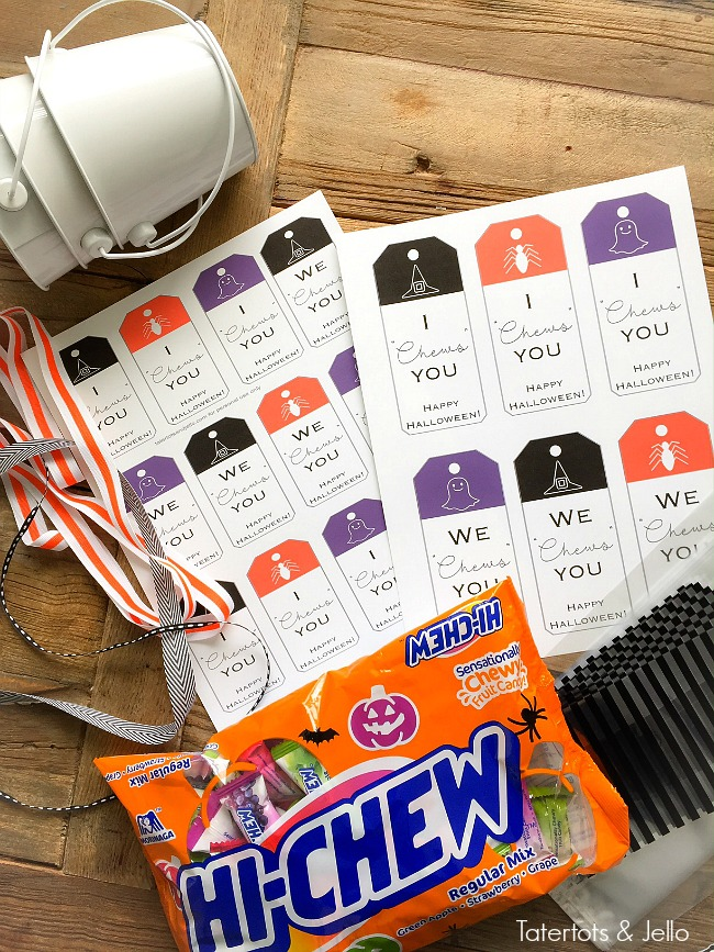 we-chews-you-halloween-printables-gift-idea