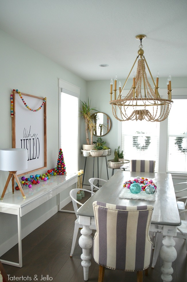 colorful-christmas-dining-room