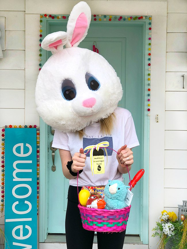 Outdoor Easter Scavenger Hunt game with free printables!
