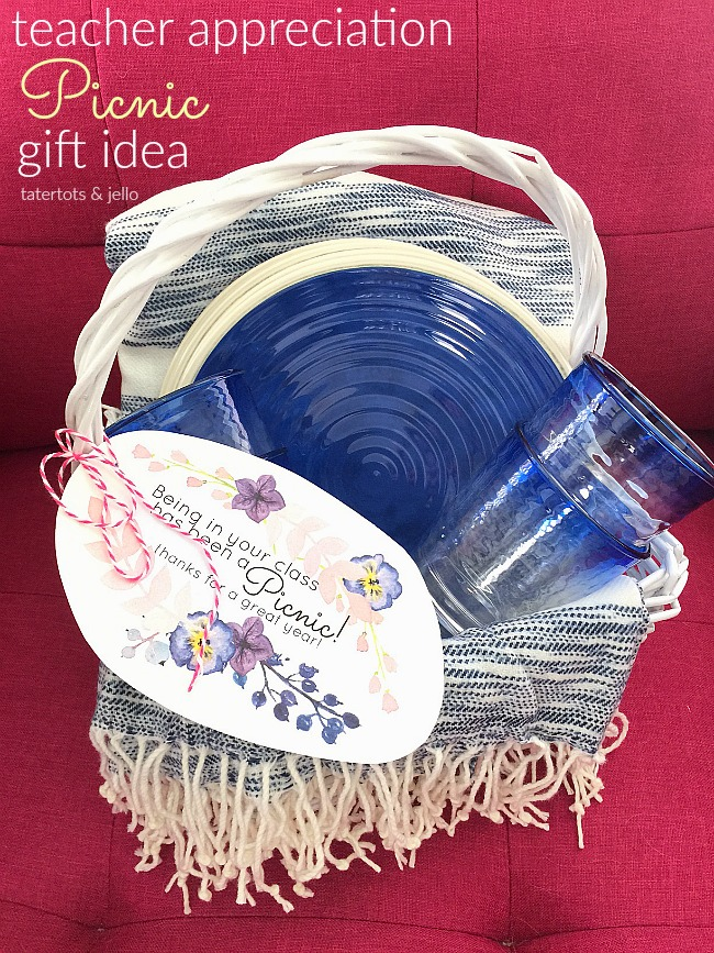 Teacher Appreciation Picnic Gift Idea and Printable Tags. Give your teacher a picnic-themed gift idea this year she can use all summer long!