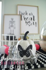 Black and White Farmhouse Halloween Dining Room – simple ways to bring the farmhouse feel to Halloween