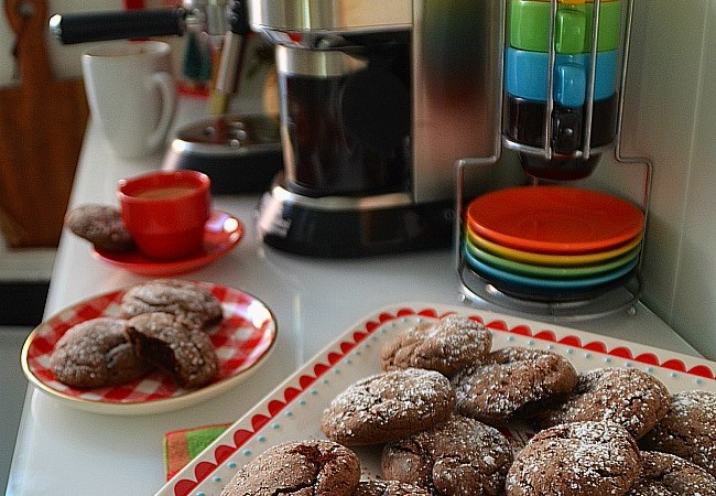 Chocolate Espresso Crinkle Cookies + Spiced Cinnamon Almond Lattes!