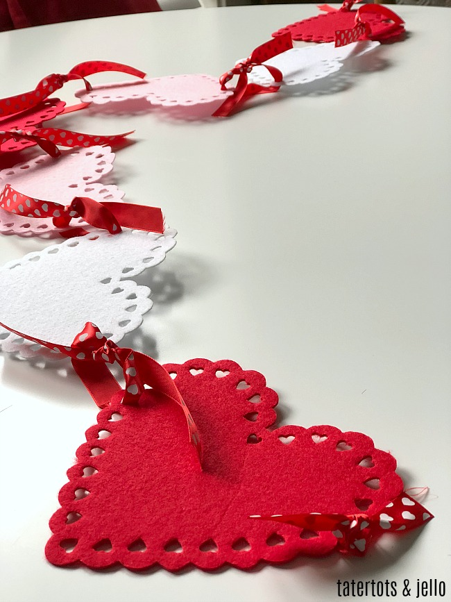 MALLMALL6 500Pcs Heart Felt Stickers for Valentines Day Embellishments Party Decorations for Valentines Wedding School DIY Felt Collages and Crafts 5 Kinds Pre-cut Heart Shapes for Kids Scrapbook