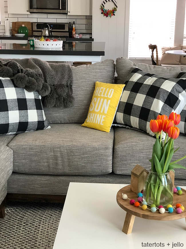 make 10 minute pillow covers for spring