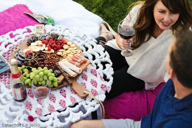 A date night picnic is fun to plan and enjoy. Create the perfect picnic with these tips and surprise your date with a sweet printable note invitation.