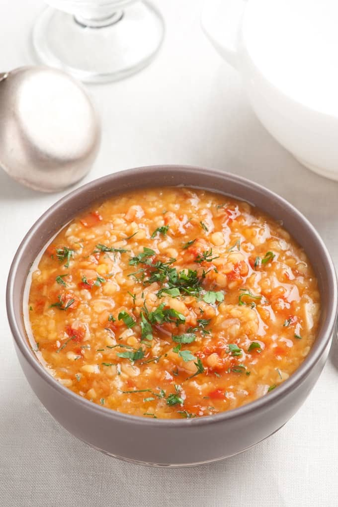 11 Warm and Delicious Fall Weight Watchers Soup Recipes. Keep on track this Fall with these easy and fast soup recipes with Weight Watcher's Points!