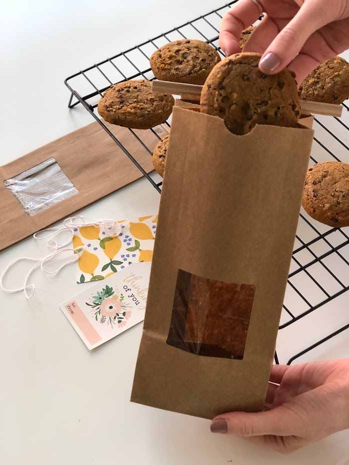 Cookie Gift Idea - great neighbor gift idea. Package up homemade cookies in a sweet paper bag and make a personalized gift tag. It's easy and a great gift idea for a neighbor, friend or a birthday gift!