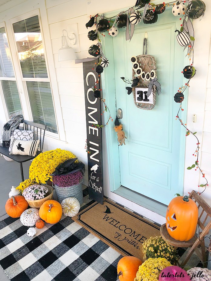 Welcome My Pretties Witch Halloween Porch. How to create a themed Halloween porch for your home with DIY projects!