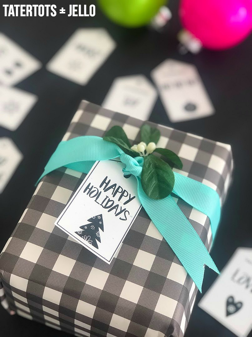 10 Scandinavian-Style Black and White Holiday Printable Tags