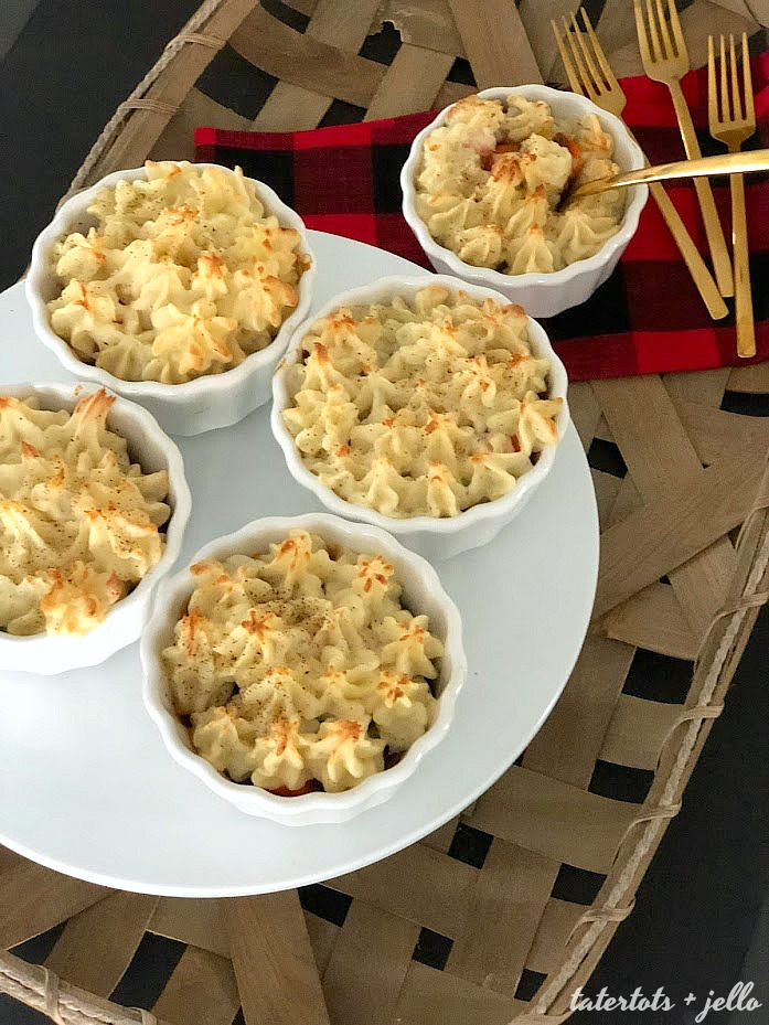 How to make mini shepherd's pie. Shepherd's Pie are the perfect fall and winter food. Layers of savory meat, veggies and sauce are topped with peaks of creamy mashed potatoes. Make them in individual bowls for a beautiful presentation.
