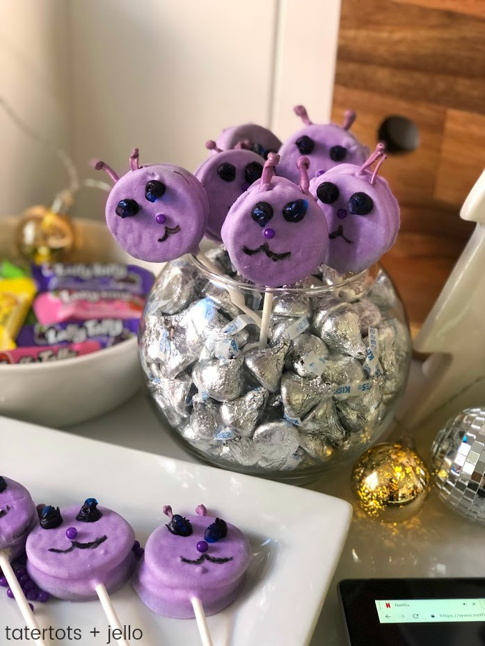 Dog Cake Pops and 3 Below: Tales of Acadia Family Show! Make these cake pops and watch the new family-friendly Netflix series 3 Below: Tales of Acadia.