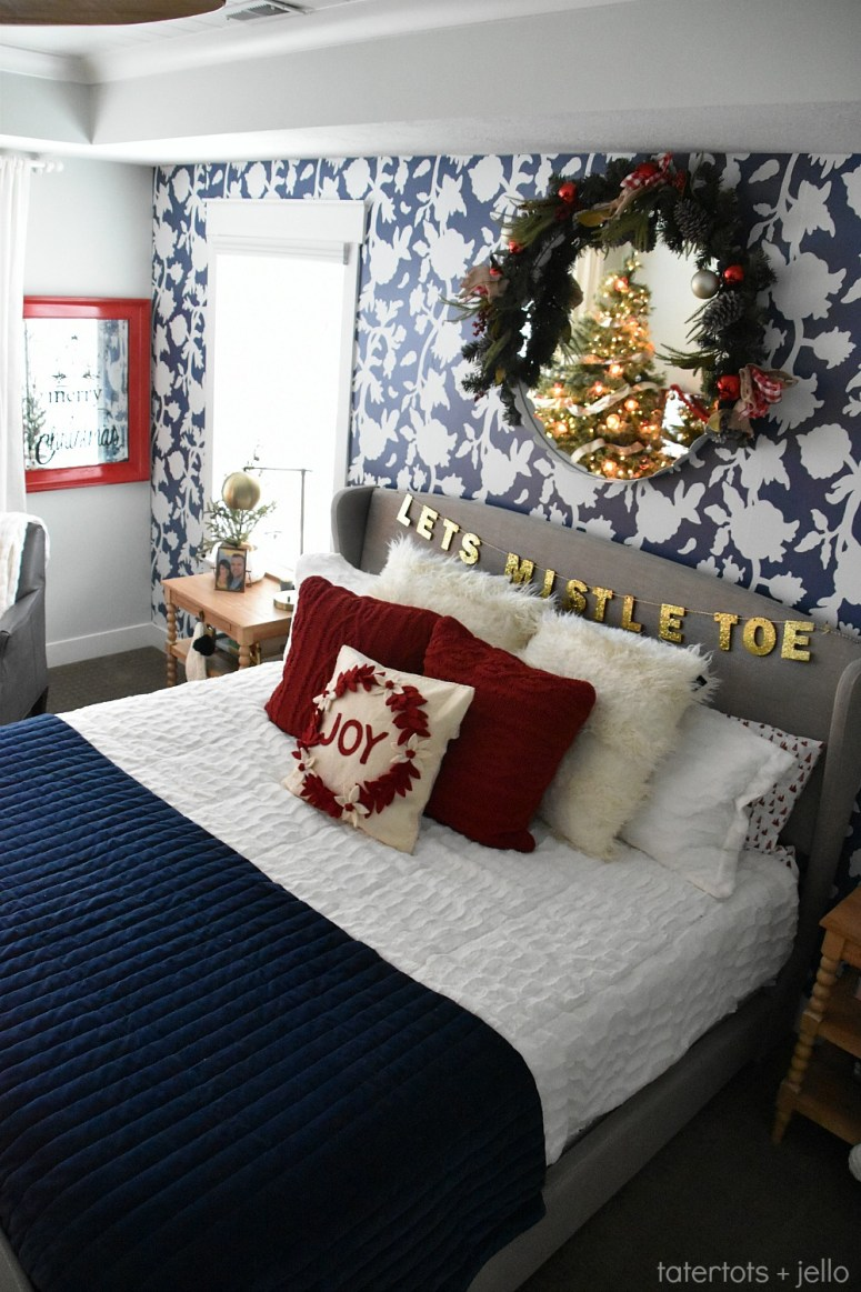 ways to decorate your bedroom for the holidays