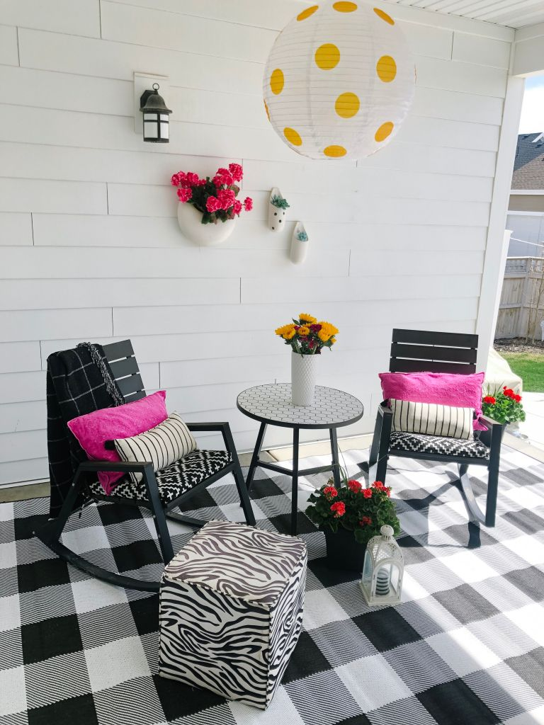 5 easy ways to get your backyard ready for Spring! Easy and inexpensive ways to make your backyard pop.