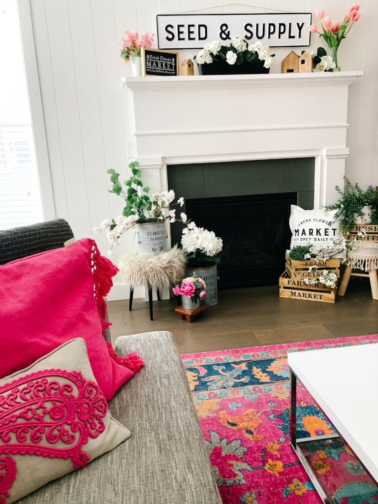Easy Ways to Bring Color into Your Home for Summer! Bring Color into your home with these simple Farmhouse/Cottage DIY project ideas!