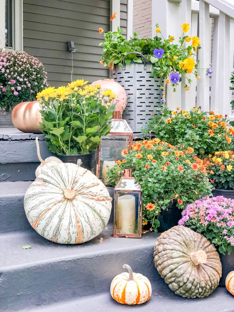 Copper and Gold Fall Porch Decorating Ideas! Celebrate Fall with a metallic pop of copper and gold. Easy ways to create a welcoming Autumn porch.