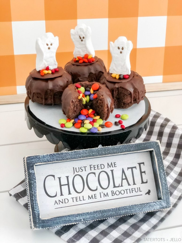 Halloween Cauldron Mini Cakes with Candy Inside! These tiny cakes are perfect for Halloween parties this year and kids will love biting inside to find a candy surprise.