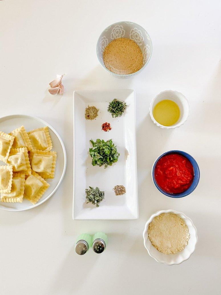 L'apéritif de vacances le plus simple que vos enfants adoreront - les raviolis cuits au four!  Voici un apéritif adapté aux enfants, si facile à préparer et parfait pour les vacances et toute l'année!
