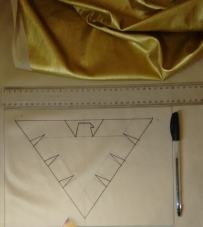 Desenho no avesso do tecido da imagem no peito.