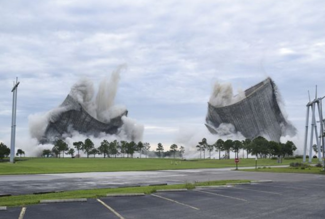 Implosion of JEA cooling towers awes spectators, shakes homes across river