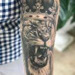 Le look pour un tatouage manchette