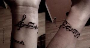 Quelques modèles de jolis tatouages au poignet pour femme – des notes de musiques