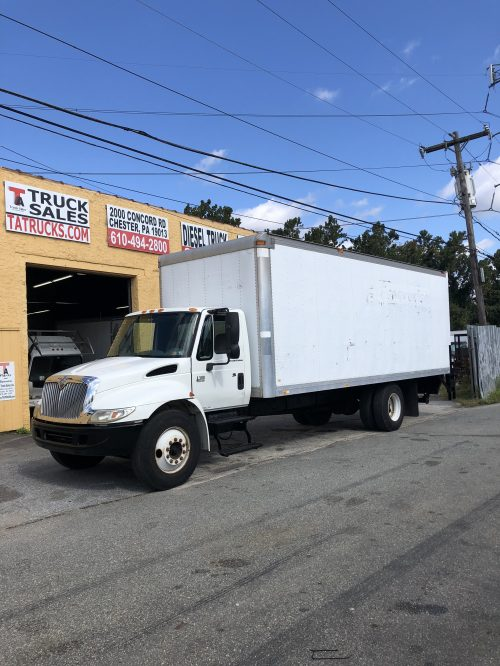 small resolution of international 24 foot non cdl automatic box truck