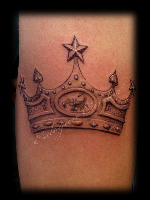 20 Real Queen Crown Tattoos Ideas And Designs