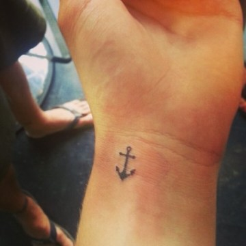 mini-anchor-tattoo