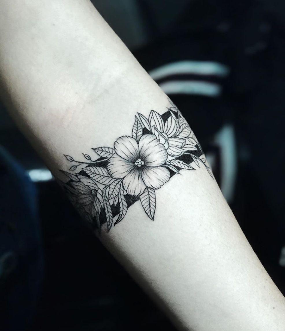 50 фото татуировка браслет на руке цветы узоры надпись космос