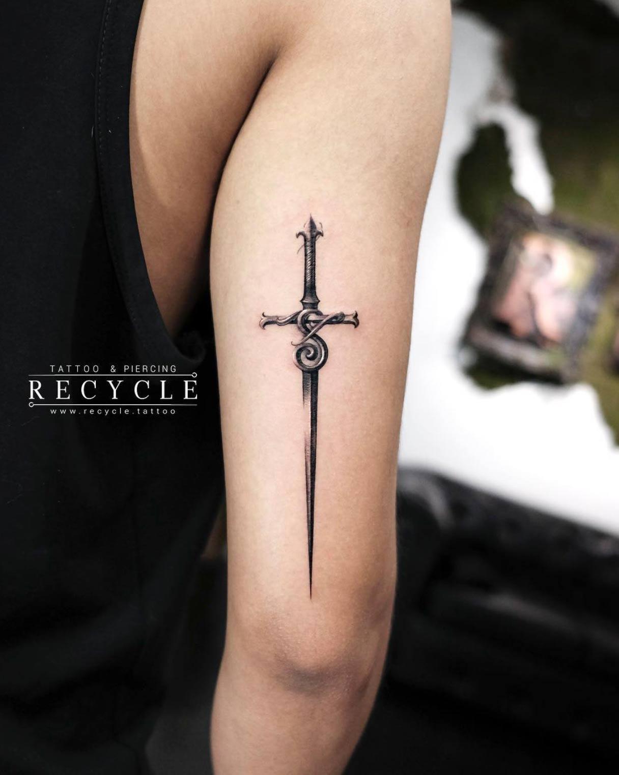 Tricep Cross Tattoo : tricep, cross, tattoo, Gorgeous, Tattoo, Designs, You'll, Desperately, Desire, TattooBlend