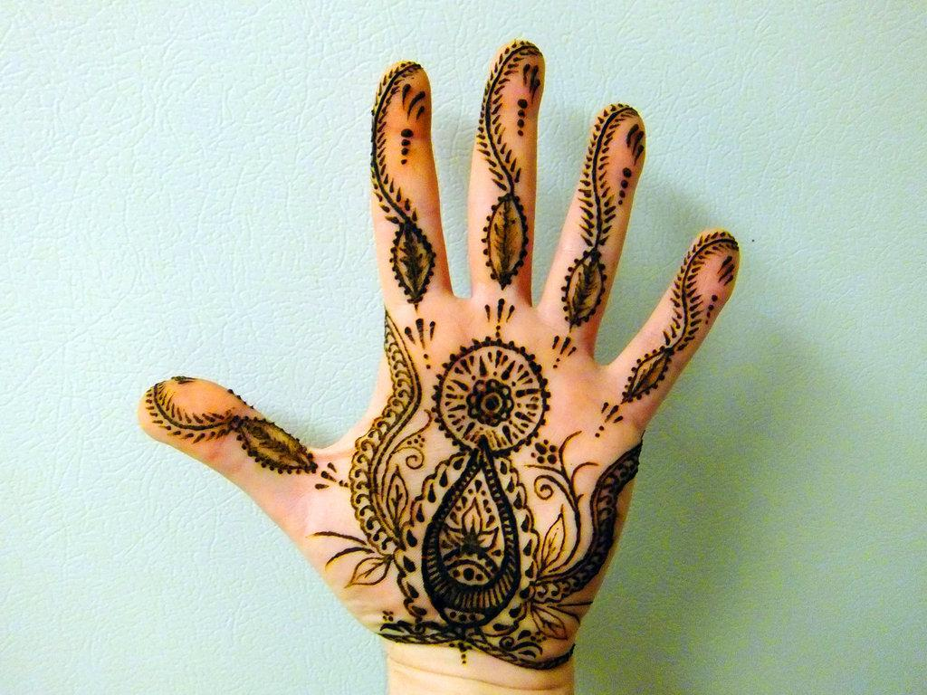 Henna tattoo on left hand palm and tat pic ideas