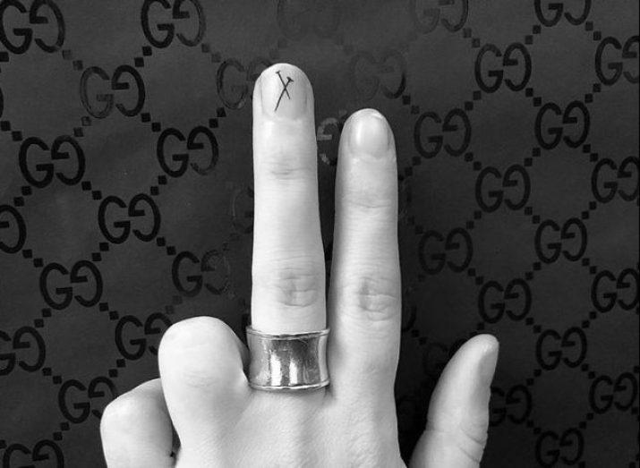 fingernail tat 1