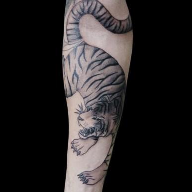 black gray fanatic tattoo yokohama