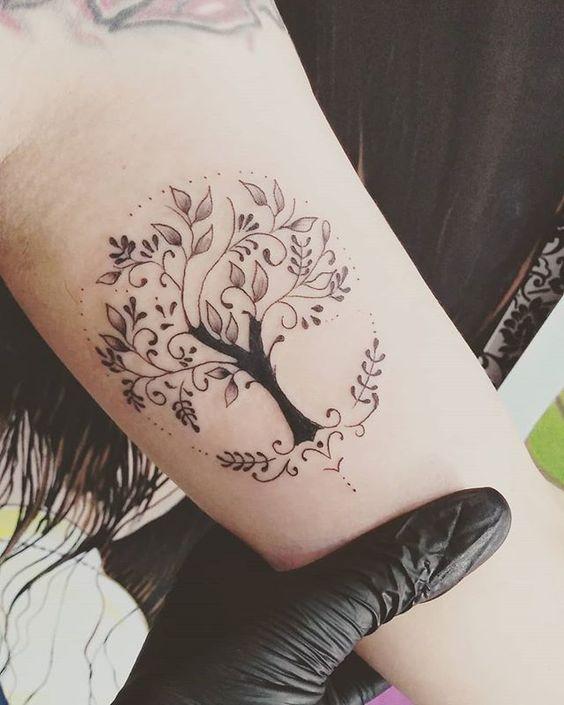 Faire un beau tatouage sur le bras