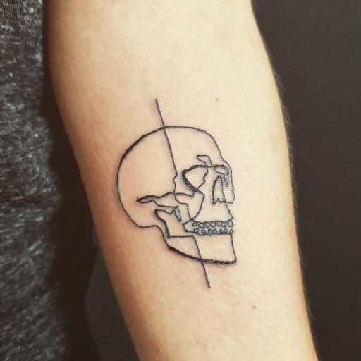 petit tatouage homme, 40 photos idées petit tatouage homme pour vous inspirer !