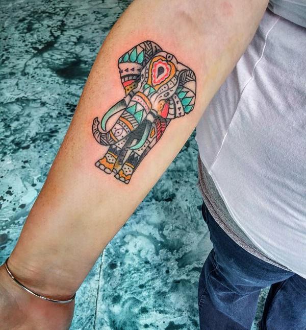 8200916-tatouages-éléphants