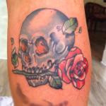 tatouage de crâne rose