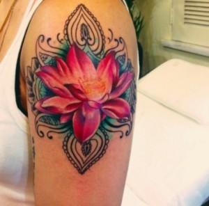 tatouage de bras de fleur