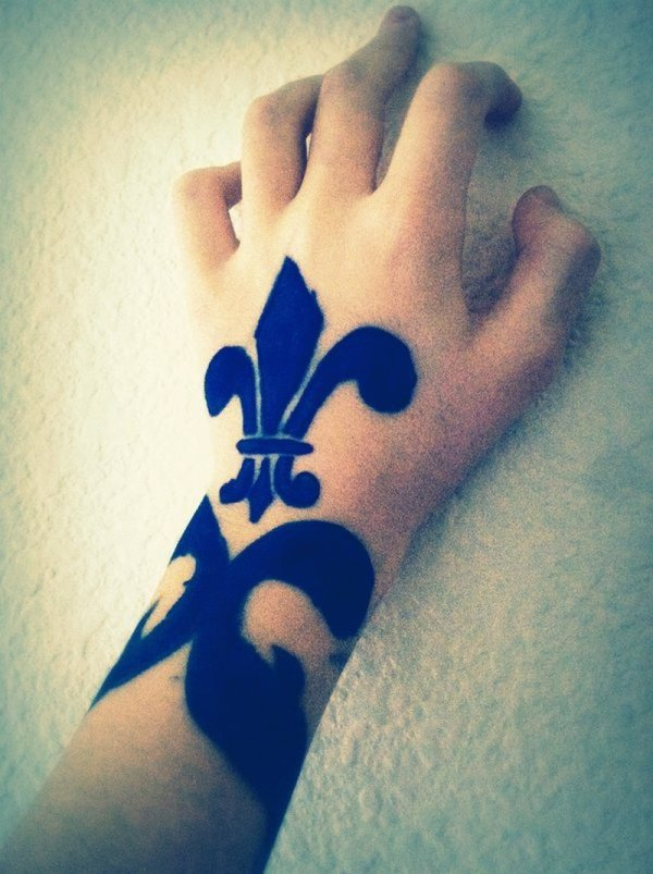 20 Fleur De Lis Finger Tattoos Ideas And Designs