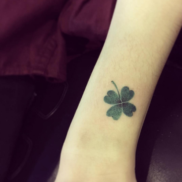 35 Artistic Shamrock And Four Leaf Clover Tattoos Ideas And Designs