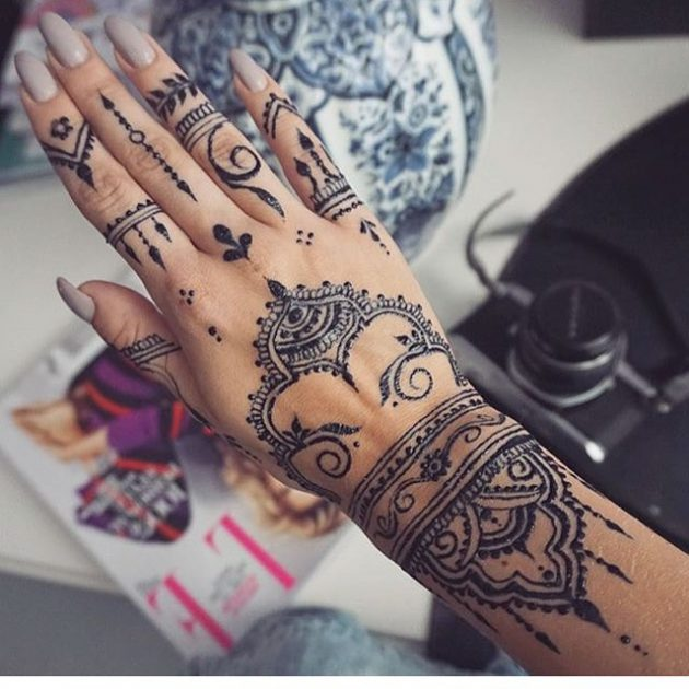 15 Gorgeous Henna Tattoos You Ll Be Dying To Get Ideas And Designs