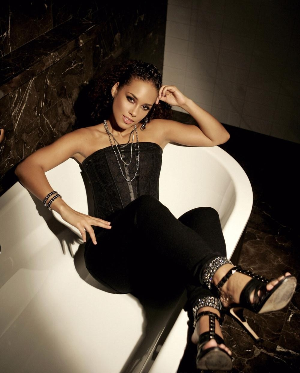 31 Alicia Keys Hot And S*Xy Pictures – One Of The Hottest Ideas And Designs