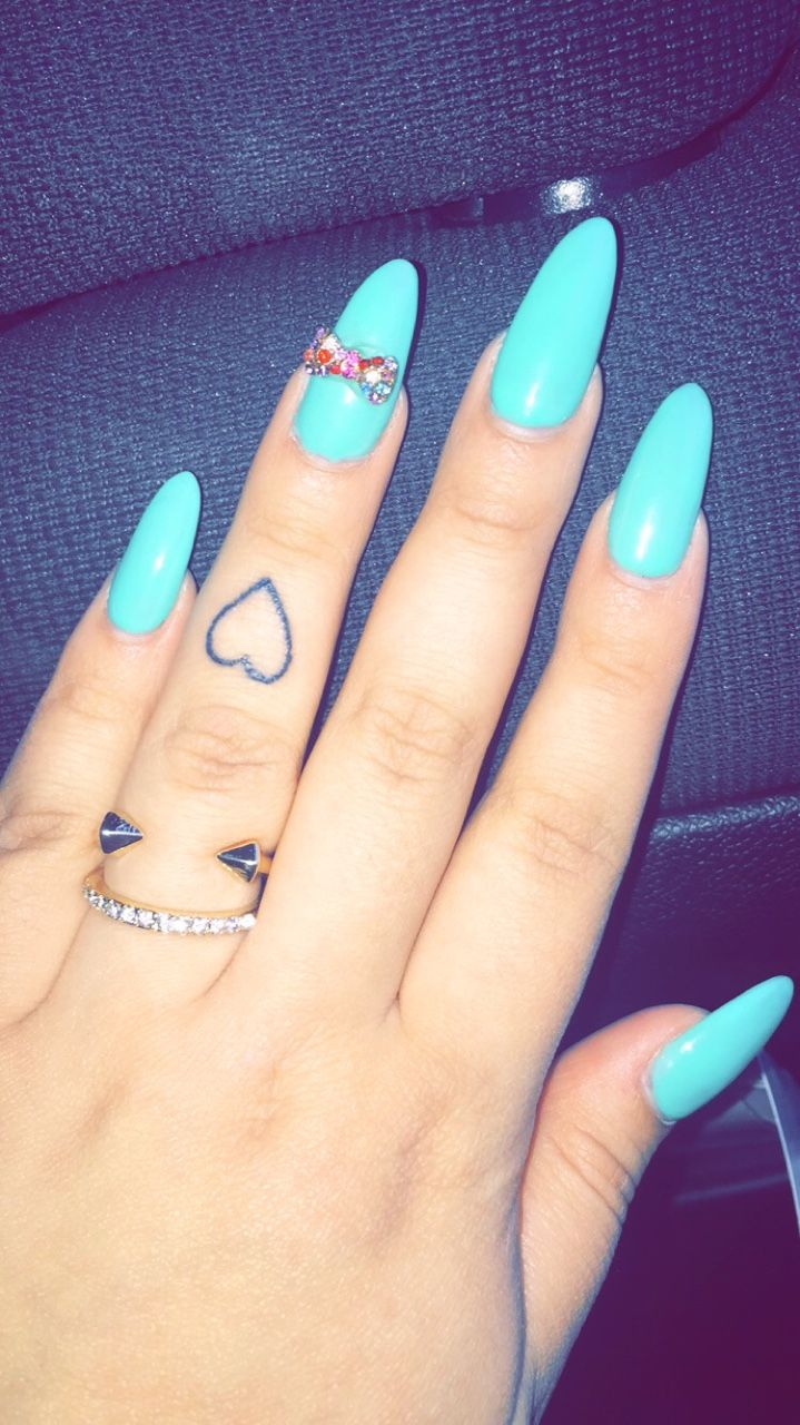 Women Tattoo Small Heart Tattoo On Finger Ink Youqueen Ideas And Designs