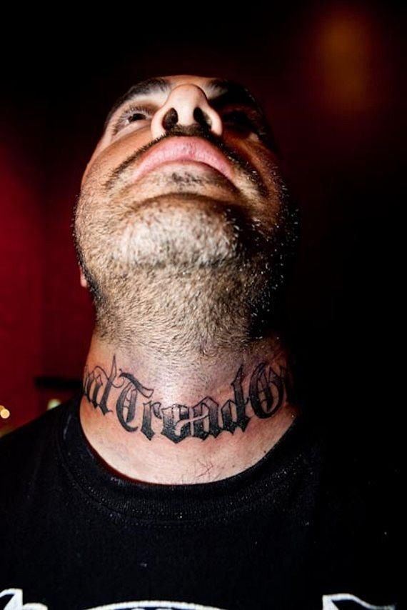 Aaron Lewis S Neck Tattoo Don T Tread On Me I Ideas And Designs