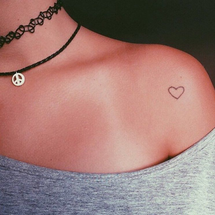Just A Small Heart Tatto In The Shoulder Tat Tattoos Ideas And Designs