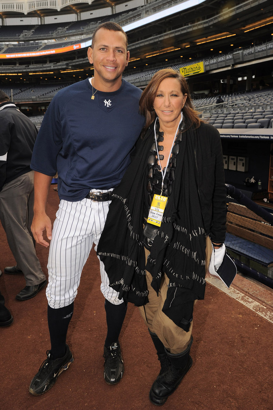 Donna Karan Attends Ny Yankees Batting Practice Ideas And Designs
