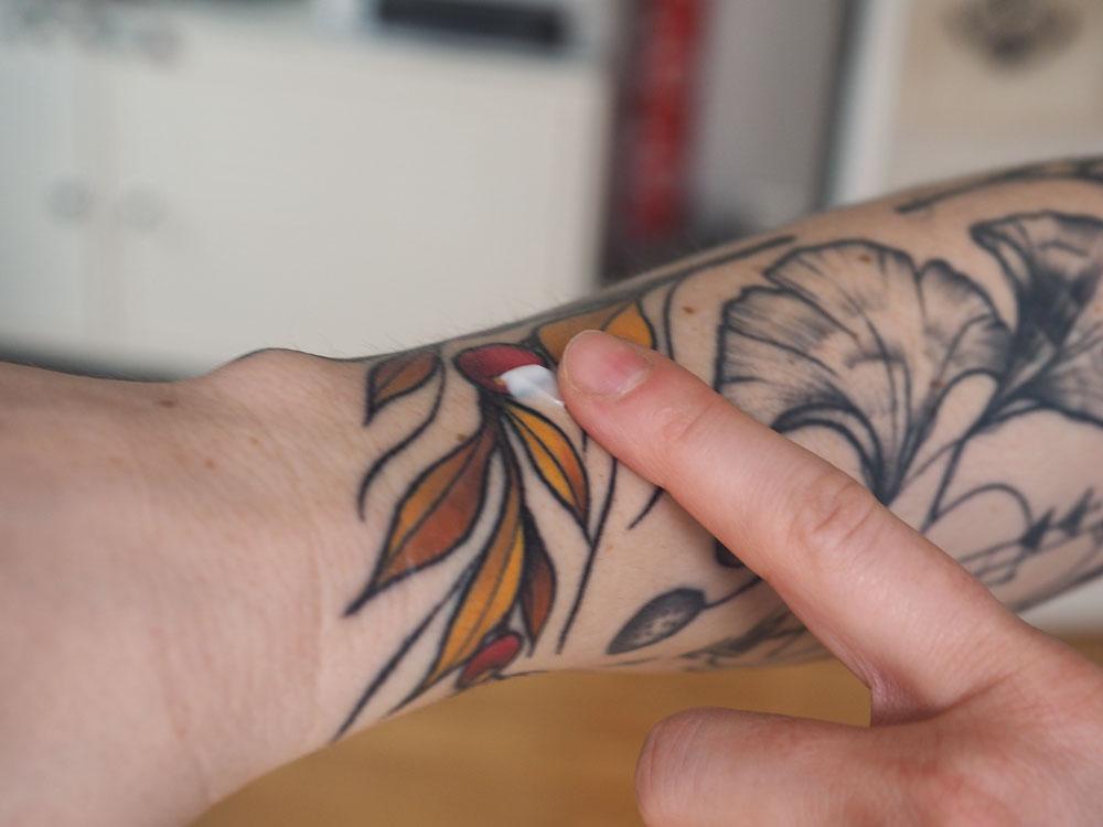 Reika cosmetics - Tattoo Creme Classic Anwendung