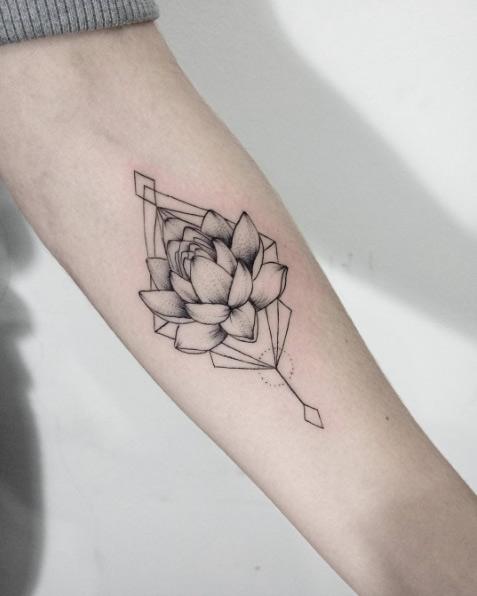 Elegantes Tatuajes De Flor De Loto Y Sus Significados