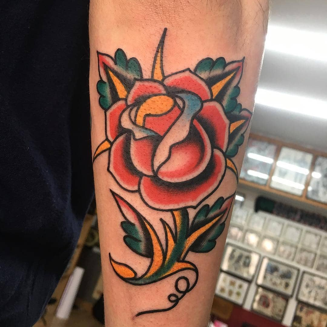 tatuajes-rosa-tradicional-roja-clasica