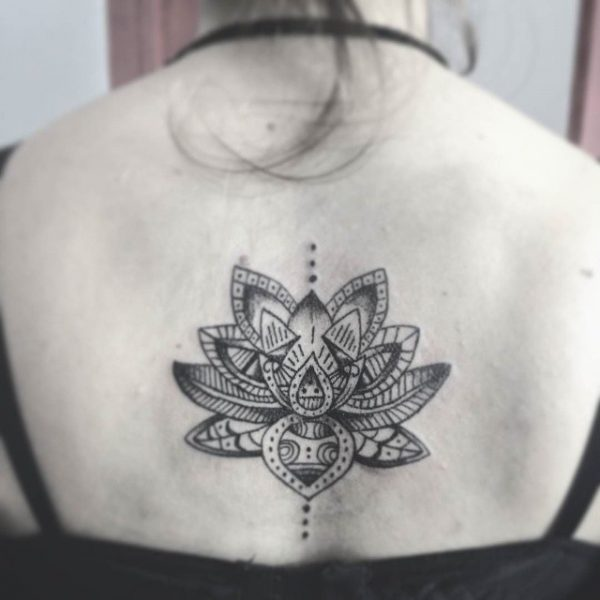 Tatuaje De Flor De Loto En El Brazo Para Mujer
